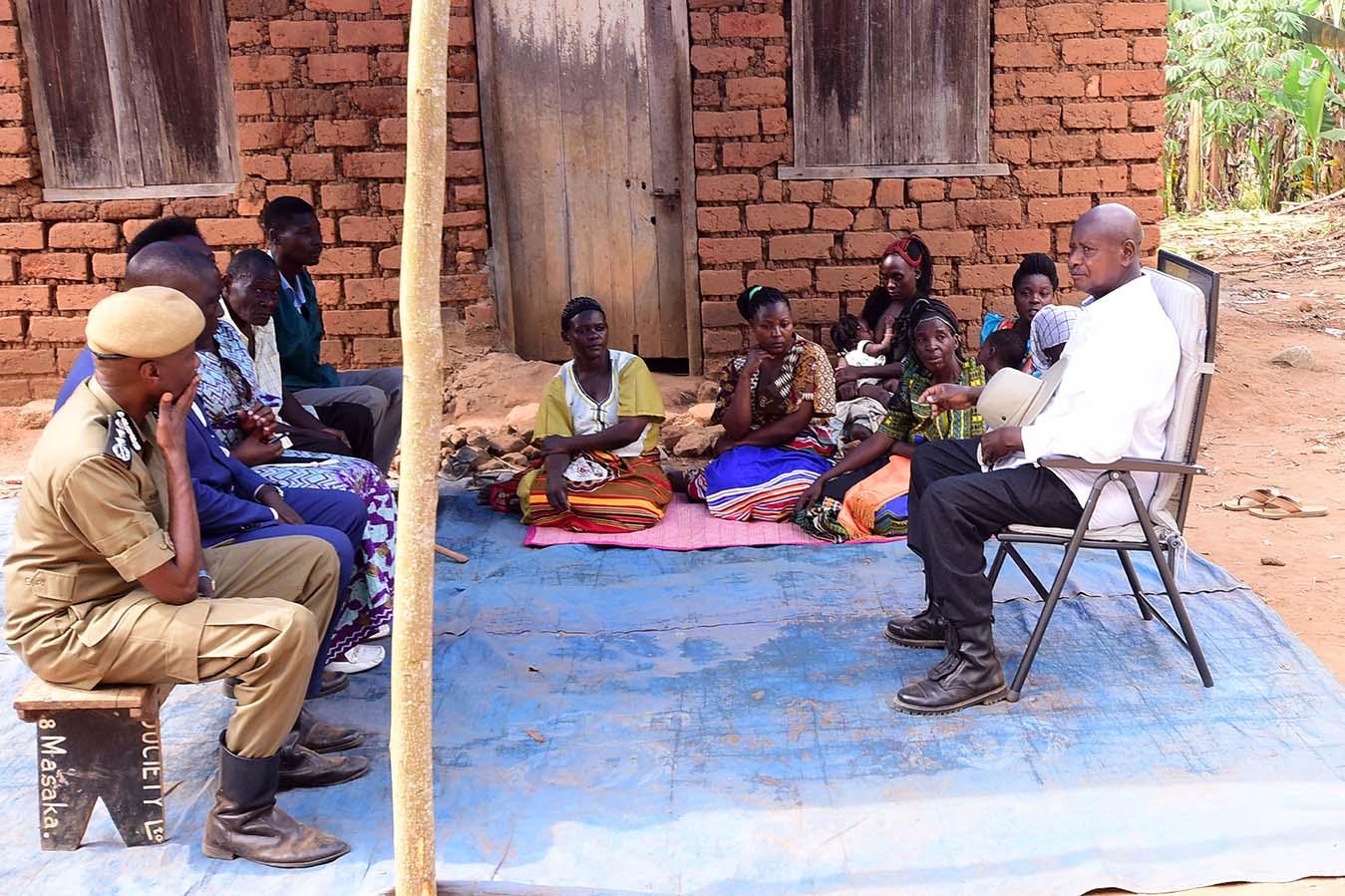 Bukomansimbi - Lwengo murder victims - President Museveni visits families